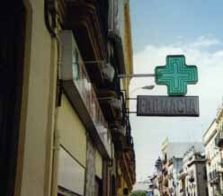 Spanish farmacias (pharmacies) are marked with green crosses.